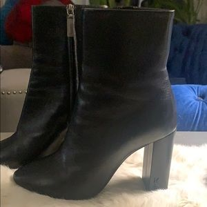 Yves Saint Laurent ankle leather boots (Lou 95)